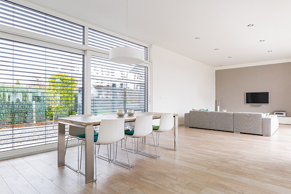 horizontal blinds in a living area