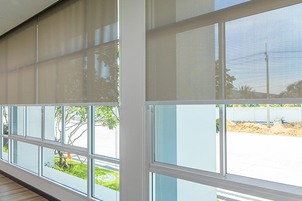 pull down blinds in a room