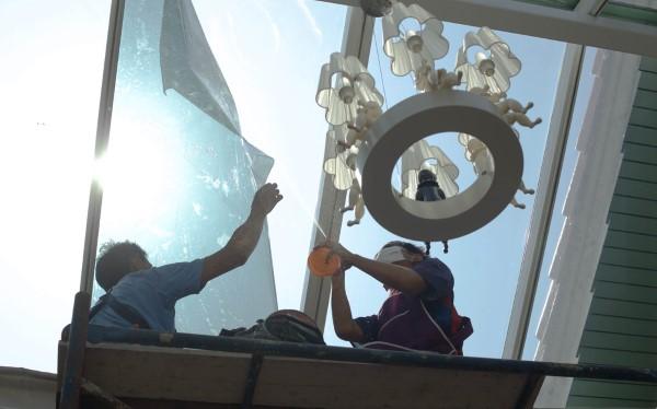 windows being put up
